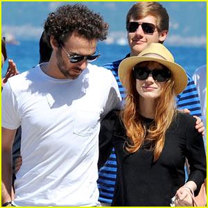 Jessica Chastain & Boyfriend Gian Luca Passi de Preposulo Keep Their Arms Around Each Other in Ischia