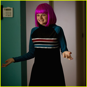 Joey King Shows Off Her Hot Pink Bob in This Exclusive New Still  From 'Wish I Was Here'!