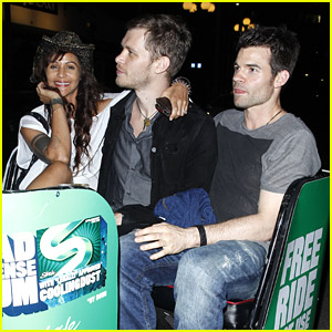 The Originals' Joseph Morgan & Daniel Gillies Ride Into Comic-Con 2014 On A Pedicab!