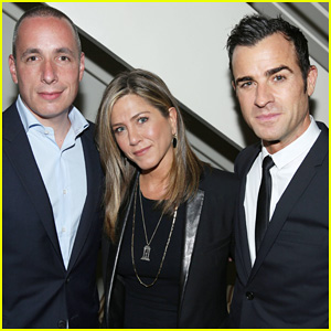 Justin Theroux Celebrates 'Details' Mag Cover at Private Dinner with Fiance Jennifer Aniston & Courteney Cox!