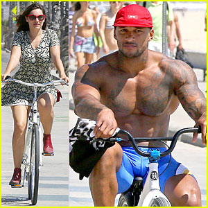 Kelly Brook's Fiance David McIntosh Is Too Sexy For His Shirt on Venice Bike Ride!