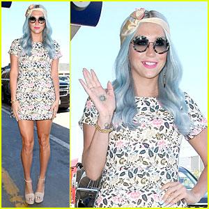 Kesha Rocks Newly Dyed Blue Hair at LAX