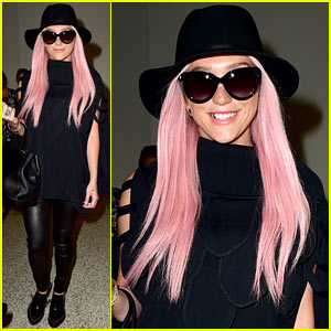 Kesha's Pink Hair Adds a Pop of Color to Her Dark Ensemble