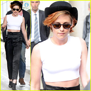 04b1d8a968c Kristen Stewart Wears a Hat Over Her Short New Hair in Paris ...