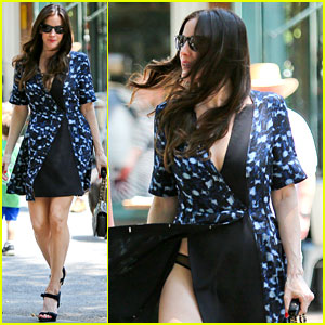 Liv Tyler Has a Wardrobe Malfunction, Exposes Her Underwear