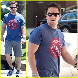 Mark Wahlberg Is Terrified Of His Daughters Dating!