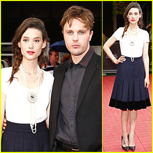 Michael Pitt & Astrid Berges Frisbey Bring 'I Origins' To Multiple Countries!