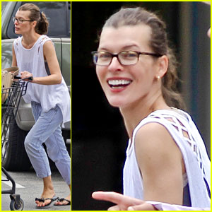 Milla Jovovich Gets Help from a Friend at the Grocery Store