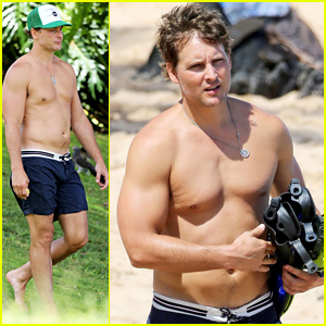 Odyssey's Peter Facinelli is One Buff Beach Dude in Hawaii!