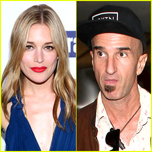 Covert affairs piper perabo marries longtime love stephen kay covert affairs piper perabo marries longtime love stephen kay junglespirit Choice Image