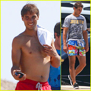 Rafael Nadal's Shirtless Vacation Continues to Make Us Smile!
