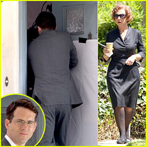 Ryan Reynolds Becomes House Intruder on 'Woman in Gold' Set