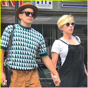 Pregnant Scarlett Johansson Shows Off New Pixie Haircut
