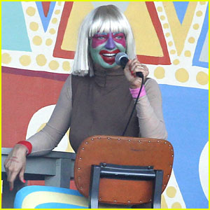 Sia Performs 'Chandelier' in Full Clown Makeup - Watch Now!