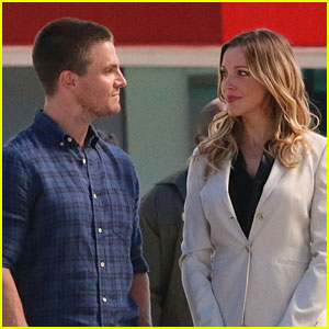 Stephen Amell & Katie Cassidy Gaze into Each Other's Eyes on the Set of 'Arrow'!