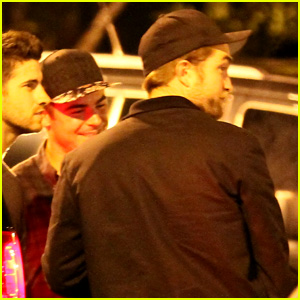 Zac Efron & Robert Pattinson Go Bowling Together in Studio City