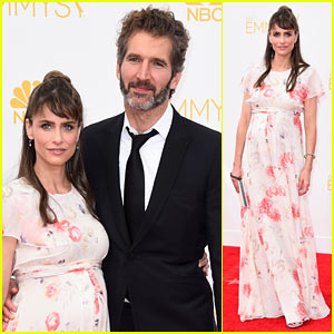Amanda Peet is Pregnant, Debuts Baby Bump at Emmys 2014!