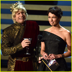 Andy Samberg Portrays Joffrey From 'Game of Thrones' On Stage at the Emmys 2014 - Watch Now!
