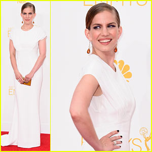 Anna Chlumsky Goes for a White Out on Emmys 2014 Red Carpet
