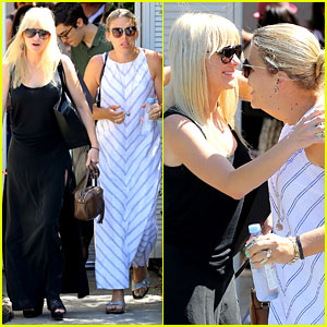 Anna Faris & Busy Philipps Hug it Out After Indulging in Fun
