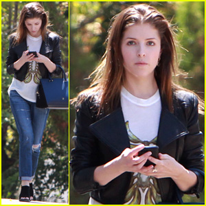 "anna kendrick dating ben Anna kendrick may be small in stature, but she makes up for it with her big personality the ""pitch perfect 2"" star stands five-feet-two, and said, ""i've always had volume on my side, the big-voice-in-a-small-package thing i surprise people."