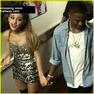 Ariana Grande & Big Sean Hold Hands Backstage at VMAs 2014
