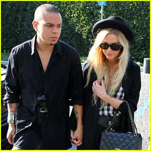 Ashlee Simpson & Evan Ross Hold Hands for Cecconi's Dinner Date