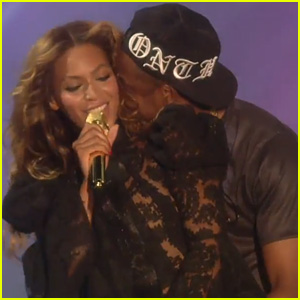 Beyonce & Jay Z Keep Cozy in HBO's First 'On the Run' Trailer - Watch Now!