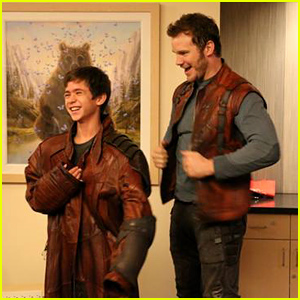 Chris Pratt Dresses Up as 'Guardians of the Galaxy' Character to Cheer Up Sick Children in the Hospital  (Photo)