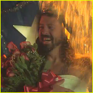Foo Fighters Spoof 'Carrie' for ALS Ice Bucket Challenge!