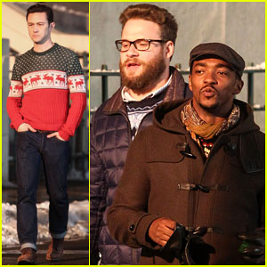 Joseph Gordon-Levitt & Seth Rogen Are Filming a Christmas Movie Together