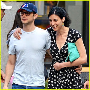 Joseph Gordon-Levitt & Girlfriend Tasha McCauley Look So in Love!