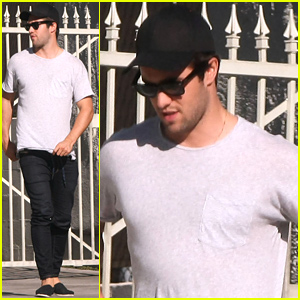 Revenge's Josh Bowman Enjoys His Summer Afternoon with Friends