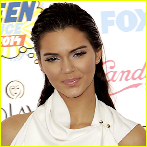Kendall Jenner Demands Apology & Retraction For Being Accused of Throwing Money in Waitress' Face