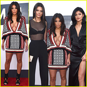 Kim Kardashian Makes It a Sexy Family Affair at MTV VMAs 2014