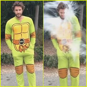 Liam Hemsworth Rocks a 'TMNT' Onesie While Taking on the ALS Ice Bucket Challenge - Watch Now!