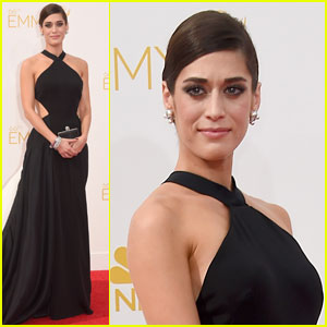 Lizzy Caplan is a Master of Style at Emmys 2014!