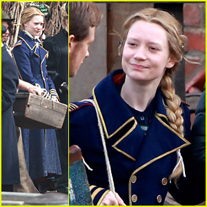 Mia Wasikowska Shares The Docks with Llamas on 'Through The Looking Glass' Set