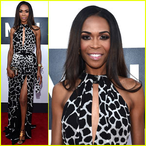 Michelle Williams Shows Off Her Animal Instincts at the MTV VMAs 2014!