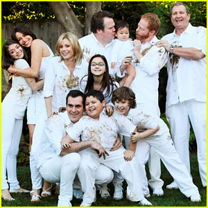 'Modern Family' WINS Outstanding Comedy Series at Emmys 2014!