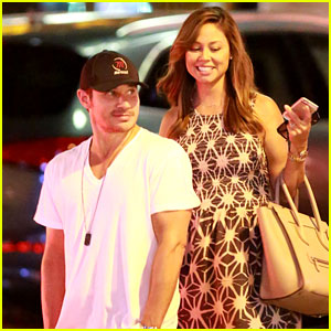 Nick Lachey & Pregnant Wife Vanessa Grab Dinner at The Six