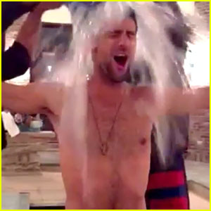 Tennis Star Novak Djokovic Goes Shirtless For Ice Bucket Challenge - Watch Now!