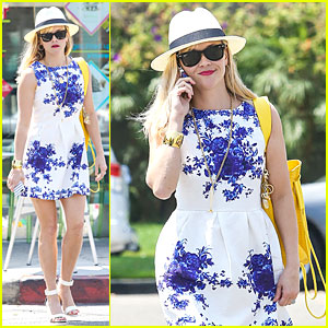 The Always Stylish Reese Witherspoon Goes to Social Media For Fashion Suggestions