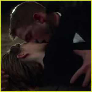 Robert Pattinson Makes Out with Mia Wasikowska in 'Maps to the Stars' Trailer - Watch Now!