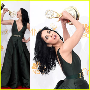 Sarah Silverman Gets Silly Backstage After Winning an Emmy!