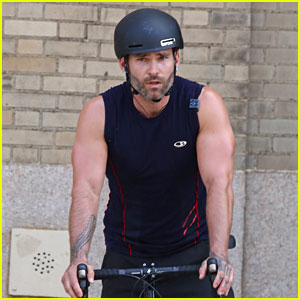 Seann William Scott Shows Off His Guns During a Bike Ride!