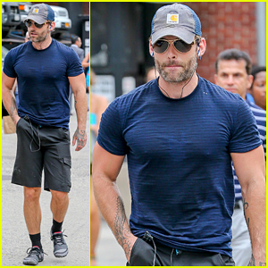 Seann William Scott Wears A Tight T Shirt For His Workout Seann