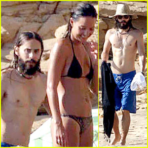 Shirtless Jared Leto Is Surrounded by Beautiful Ladies in Ibiza