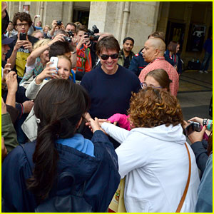 Tom Cruise Gets Swarmed by Fans Ahead of 'Mission: Impossible 5' Shooting
