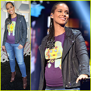 Alicia Keys Has Pregnancy Glow at iHeartRadio Music Festival 2014